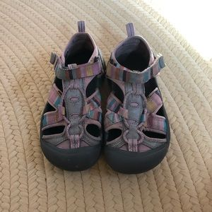 Toddler girl Keen athletic sandals.